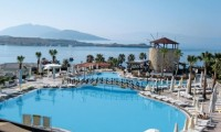 wow_bodrum_resort_zwembad_leeg